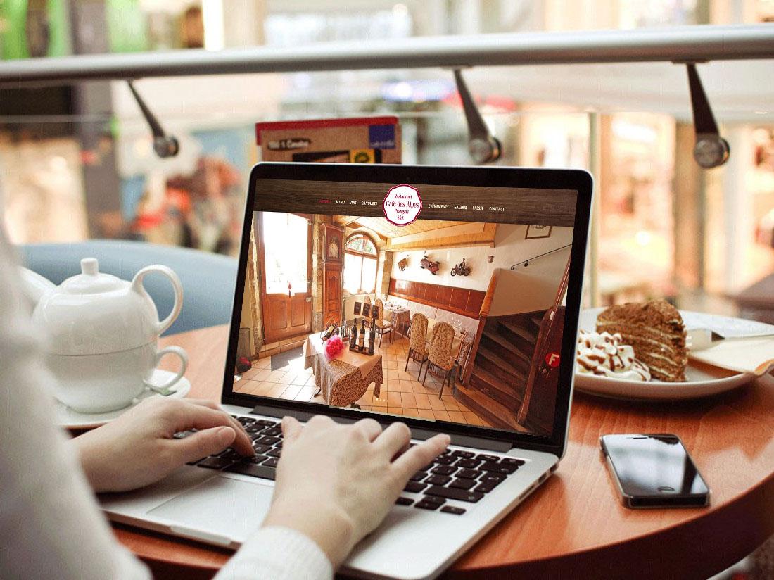 Cafe_des_Alpes_Desktop